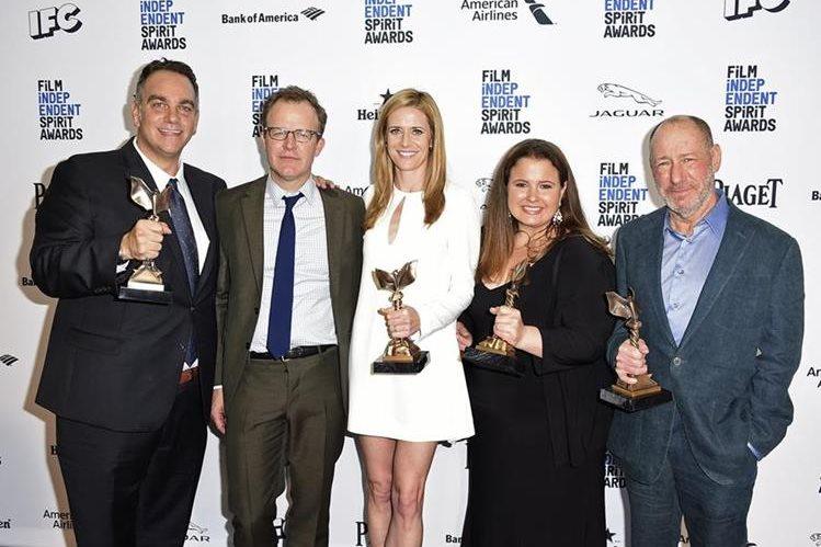 """Productores del filme """"Spotlight"""", que arrasó en los premios de cine independiente Spirit. (Fotos Prensa Libre, AP)"""