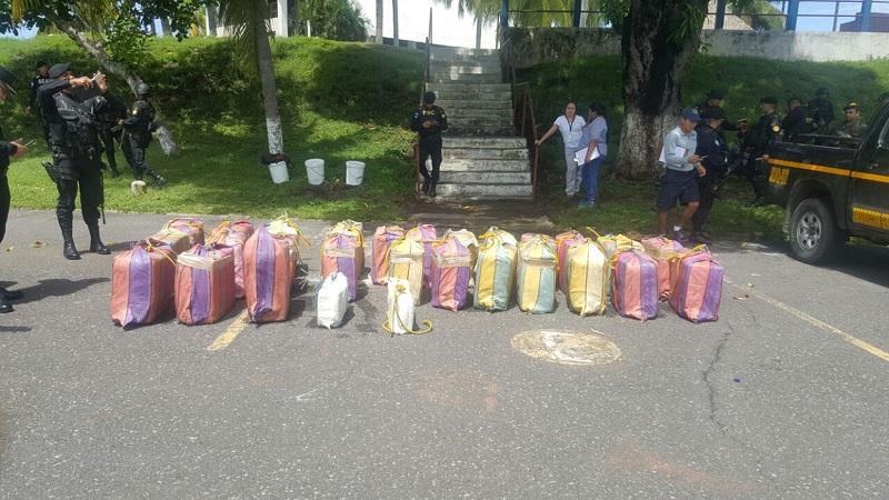 Los paquetes con cocaina eran transportados en 28 bultos, en la embarcacion Salmo 91. (Foto Prensa Libre: Cortesía MP)