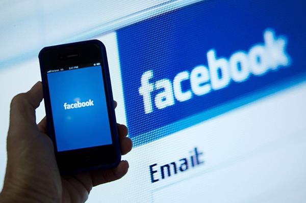 <em>El cofundador y director ejecutivo de Facebook, Mark Zuckerberg, y su esposa Priscilla Chan anunciaron hoy una donación de US$5 millones. (Foto Prensa Libre: AFP). </em>