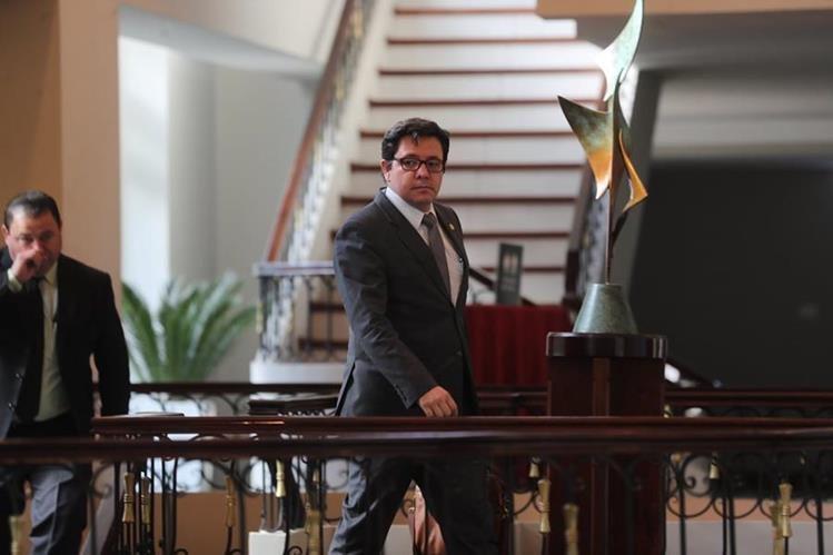 Julio Héctor Estrada Domínguez ministro de Finanzas se abstuvo de emitir opinión con respecto a la decisión del presidente Jimmy Morales sobre la Cicig. Afirmó que sigue trabajando en generar las señales de confianza en la economía. (Foto Prensa Libre: Érick Ávila)
