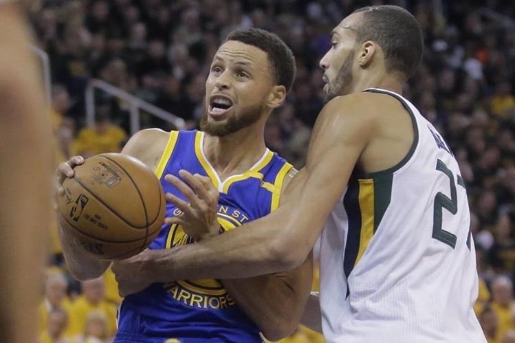 Stephen Curry fue la figura que ayudó a los Warriors a lograr su pase a la final de Conferencia. (Foto Prensa Libre: AFP)