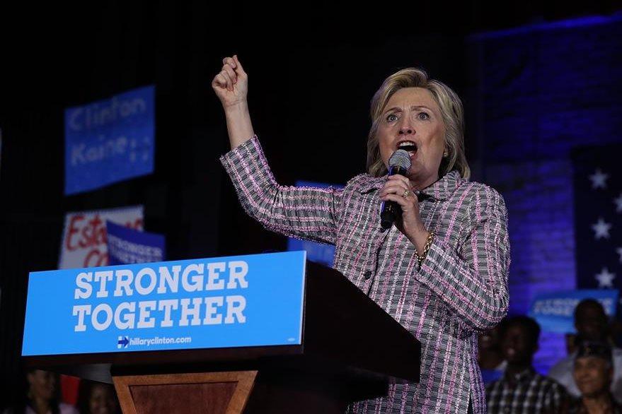 Clinton, durante un discurso en Charlotte. (Foto Prensa Libre: AFP).