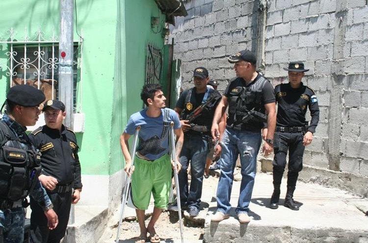 Eduardo René Méndez fue detenido por tener droga.(Prensa Libre: Mario Morales)