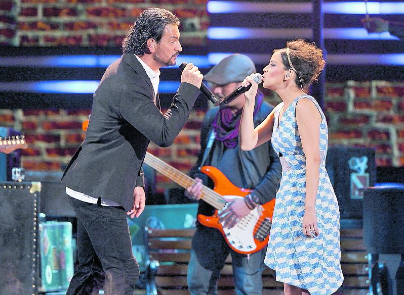 En 2015, los Premios lo Nuestro dieron un premio a la excelencia. Esa noche de febrero también cantó junto a Gaby Moreno, la conocida <em>Fuiste tú</em>.&nbsp;