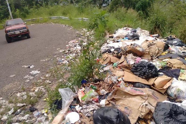 Vertedero ubicado en la ruta al área urbana de Santa María Ixhuatán, San Rosa. (Foto Prensa Libre: Oswaldo Cardona)