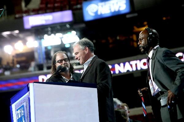 Tim Kaine, participa en la Convención Nacional Democrática. (Foto Prensa Libre:AFP).