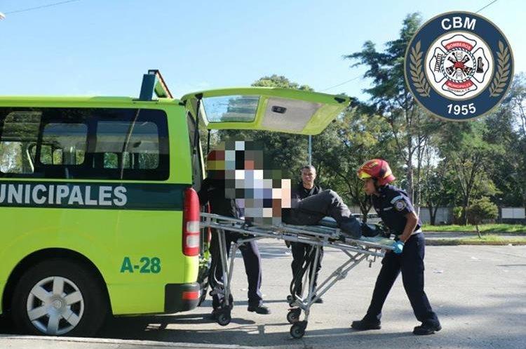 El supuesto ladrón fue identificado como Luis Fernando Caal Revolorio, quien fue ingresado a la emergencia del Hospital Roosevelt. (Foto Prensa Libre: CBM)