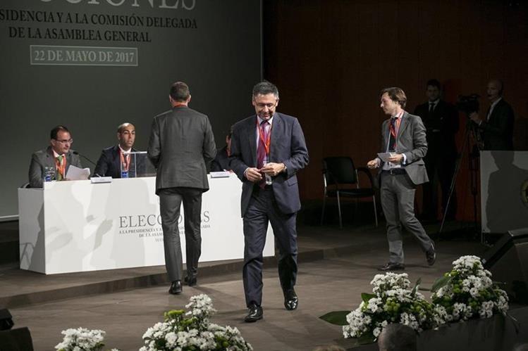 El actual presidente del Barcelona, Josep María Bartomeu estuvo implicado junto a Sandro Rosell por el fichaje de Neymar. (Foto Prensa Libre: EFE)