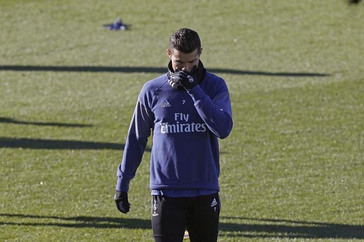 Cristiano, durante la práctica de este miércoles en Valdebebas. (Foto Prensa Libre: EFE)