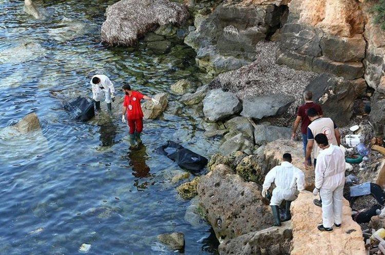 Miles de migrantes mueren en el mar Mediterráneo. (Foto Prensa Libre: AFP)