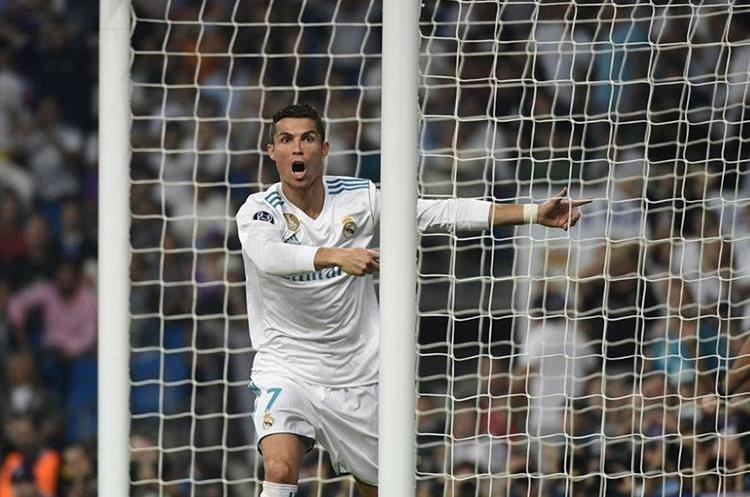 Cristiano Ronaldo reclama una anotación, ya que el asistente anula la jugada. (Foto Prensa Libre: AFP)