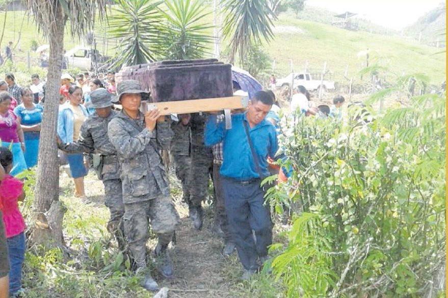 Sepelio Juan Alvarado, Víctima del  ataque a balazos por integrantes de una patrulla militar beliceña. (Foto: Hemeroteca PL)