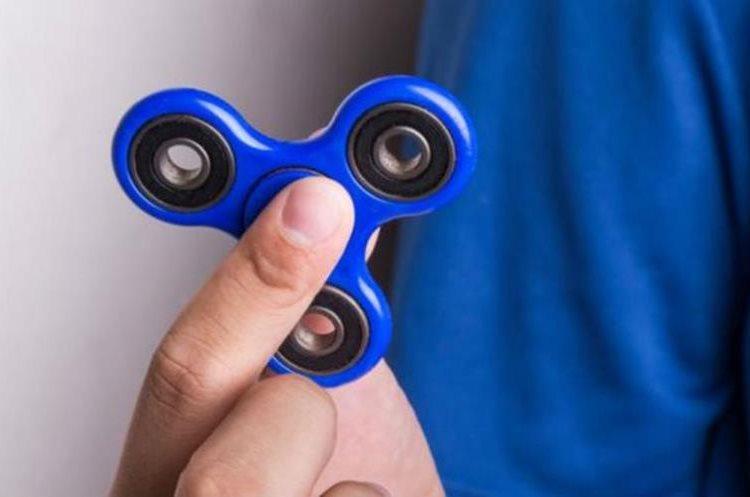 El fidget spinner nació hace 20 años para ayudar a niños autistas e hiperactivos con problemas de estrés. (GETTY IMAGES)