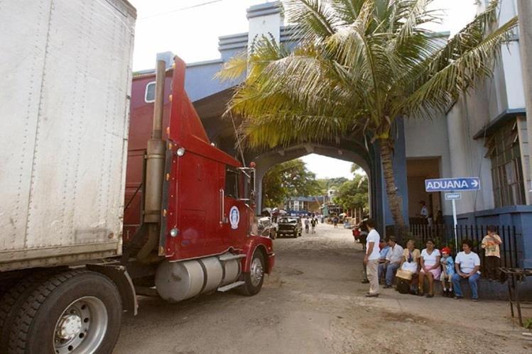 El paso en las diferentes aduanas en las fronteras con El Salvador se complica debido a la falta de infraestructura y de personal.
