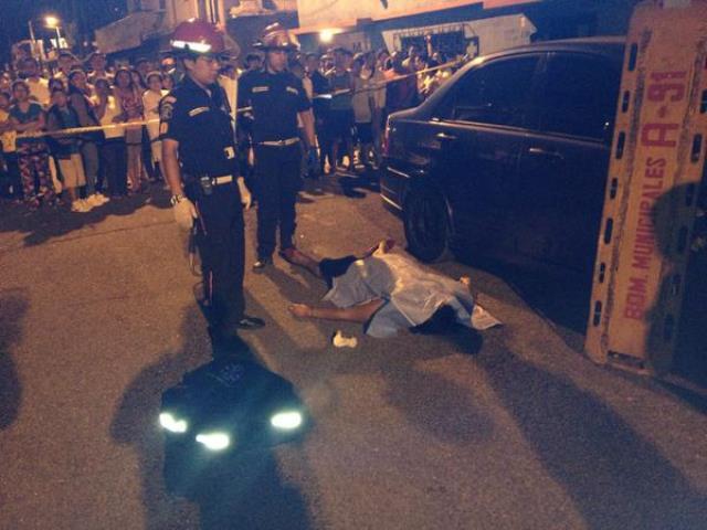 """El cadáver de Ortiz Marigal quedó tendido en la sección """"J"""" de la colonia El Milagro. (Foto Prensa Libre: Bomberos Municipales de Mixco)"""