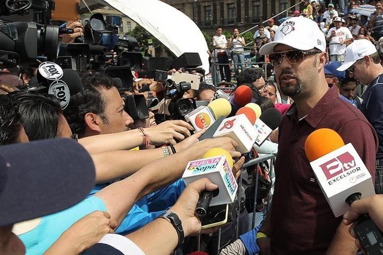 Exjugador mexicano de las Grandes Ligas Esteban Loaiza (derecha). (Foto Prensa Libre: EFE)