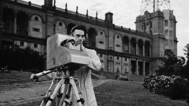 La cámara Marconi-EMI era portátil y podía filmar exteriores. Eventualmente, ese sistema desplazó al Beard.