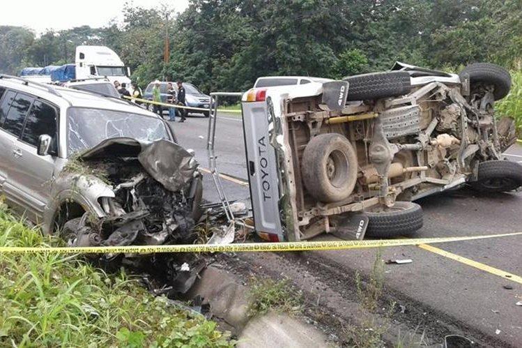 Vehículos quedan destruidos por accidente en el km 135 de la ruta a suroccidente, Chicacao, Suchitepéquez. (Foto Prensa Libre: Melvin J Popá)
