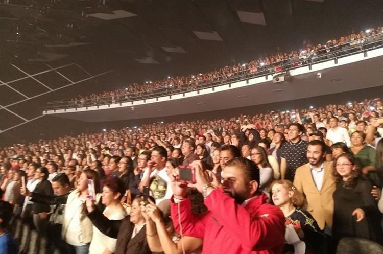 El público en el Teatro Morelos.Foto Prensa Libre: Keneth Cruz.