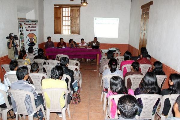 Jóvenes de Quiché, durante el taller que se impartió en Chichicastenango.