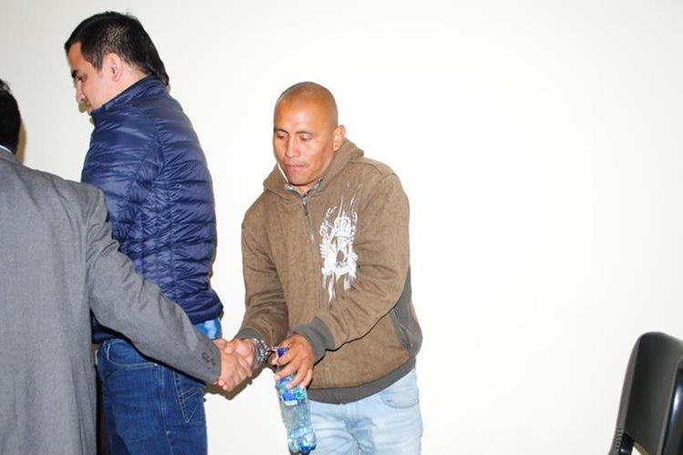 Los dos sindicados de haber dado muerte a tres personas en La Esperanza, Quetzaltenango. (Foto Prensa Libre: María José Longo).