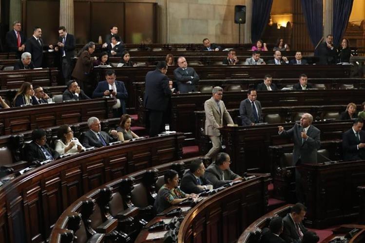 Los legisladores ratificaron el estado de Calamidad para atender a las víctimas de la tragedia del Volcán de Fuego. (Foto Prensa Libre: Esbin García)