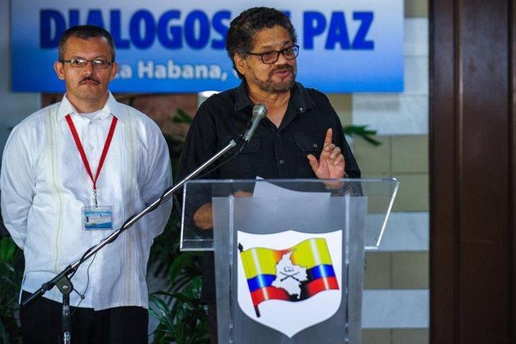Cabecillas de la delegación negociadora de las FARC durante una conferencia en La Habana. (Foto Prensa Libre: AFP).