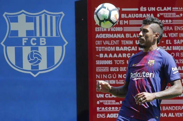 El jugador Paulinho mostró su alegría por llegar a La Liga. (Foto Prensa Libre: AP)