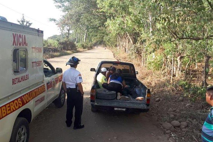 Ediberto Figueroa de León, de 19 años, murió en la palangana de un picop cuando preparaban su traslado a un centro hospitalario. (Foto Prensa Libre: Rolando Miranda).