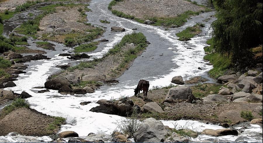 """La calidad del agua del río Villalobos es considerada como """"pésima"""", según un análisis de Iarna. (Foto Hemeroteca PL)"""