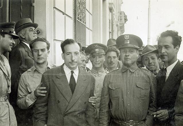 De izquierda a derecha Jacobo Árbenz Guzmán, Jorge Toriello y Francisco Javier Arana el 20 de octubre de 1944. (Foto: Hemeroteca PL)