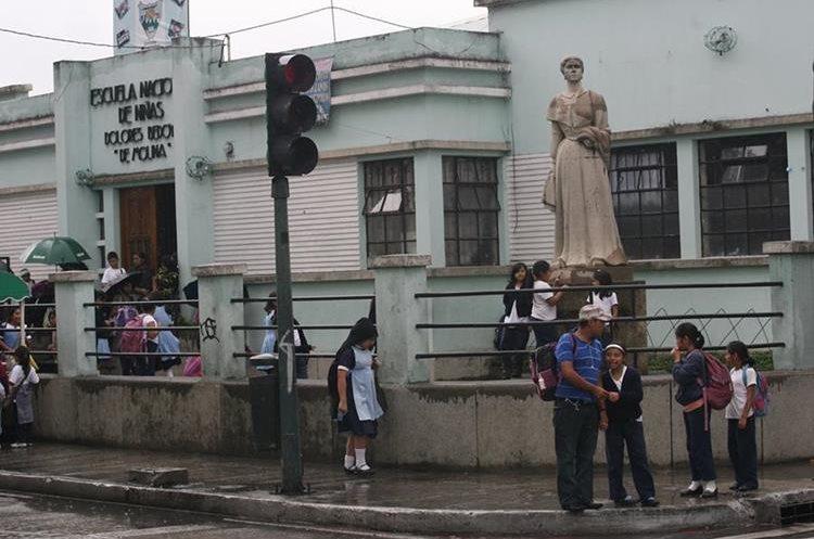 En algunas escuelas no se han efectuado arreglos desde hace varios años, según padres de familia.(Prensa Libre: Hemeroteca PL)