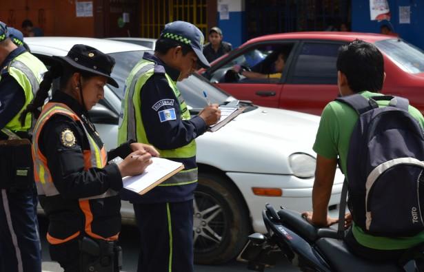 Autoridades de tránsito trabajarán en conjunto para verificar el pago del ISCV. (Foto Prensa Libre: Cortesía)