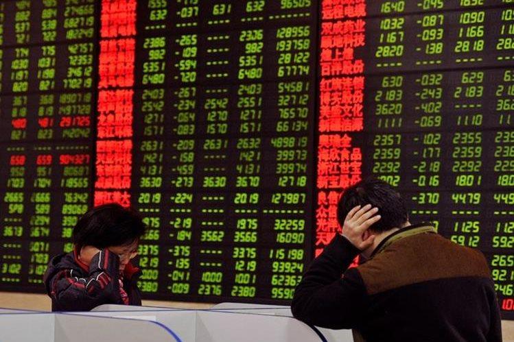 La caída de las bolsas en China pone en alerta a las economías del mundo. (Foto Prensa Libre: AFP)