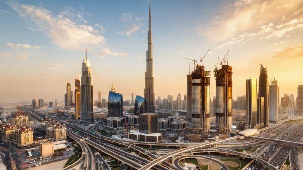 El país está enfocando sus esfuerzos en inteligencia artificial y ciudades inteligentes. GETTY IMAGES