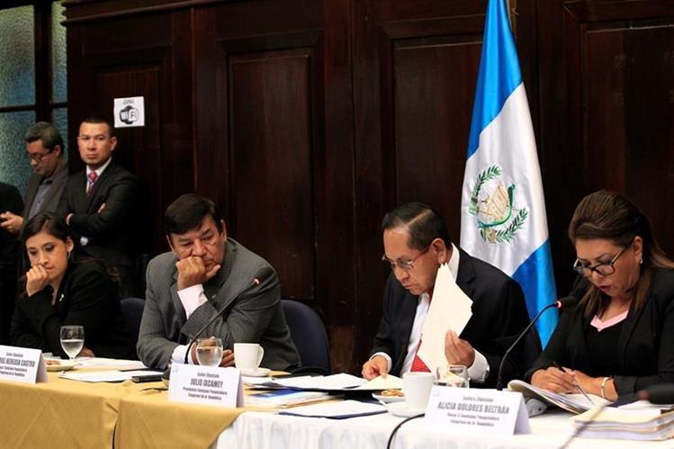 La comisión pesquisidora efectuará mañana 11 audiencias para escuchar a las partes en el caso del antejuicio contra el presidente Jimmy Morales, que también está citado. (Foto Prensa Libre: C. Hernández)