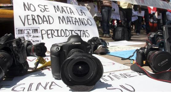 Un total de 156 periodistas murieron en el 2016 en 33 países. (Foto Prensa Libre:EFE).