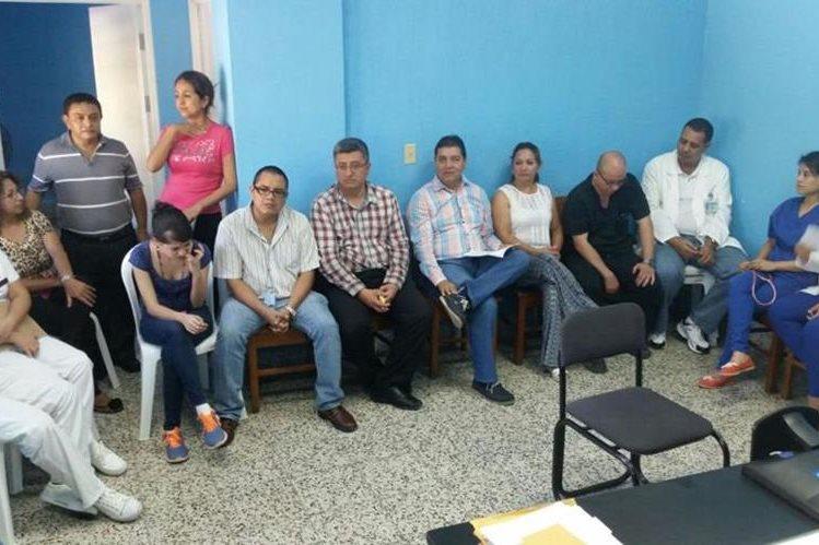 Personal del Hospital Regional de Coatepeque informa respecto de la crisis que les afecta. (Foto Prensa Libre: Alexánder Coyoy)