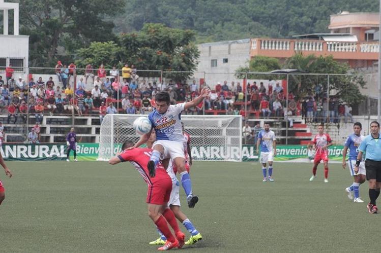 Los Toros no gana por primera vez en su casa durante el torneo. (Foto Prensa Libre: Alexander Coyoy)