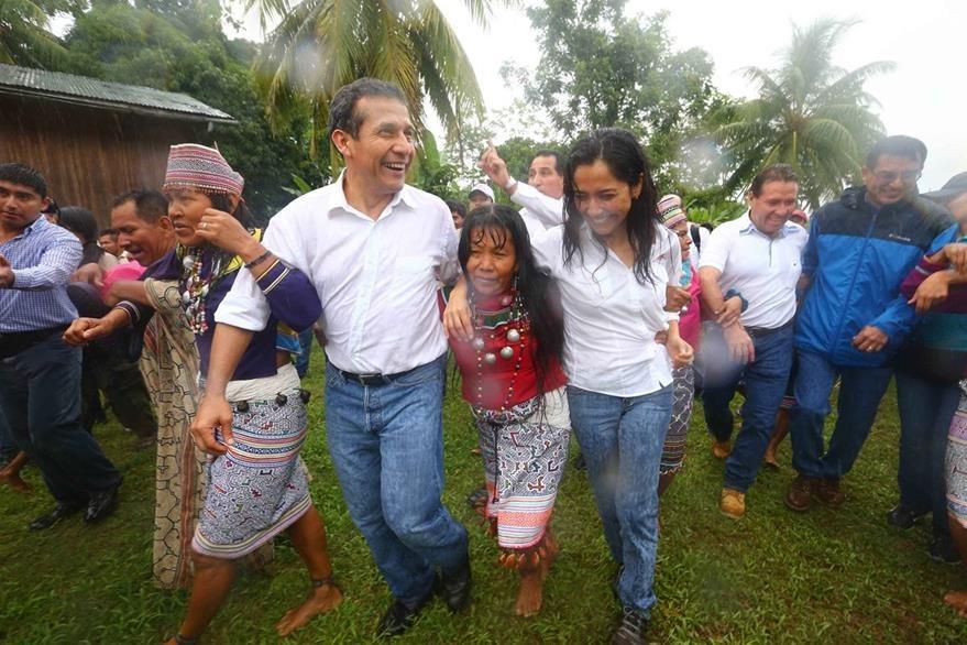 Nadine Heredia acompaña a su esposo Hollanta Humala (izq.) a la mayoría de actos públicos. (Foto Prensa Libre: EFE).