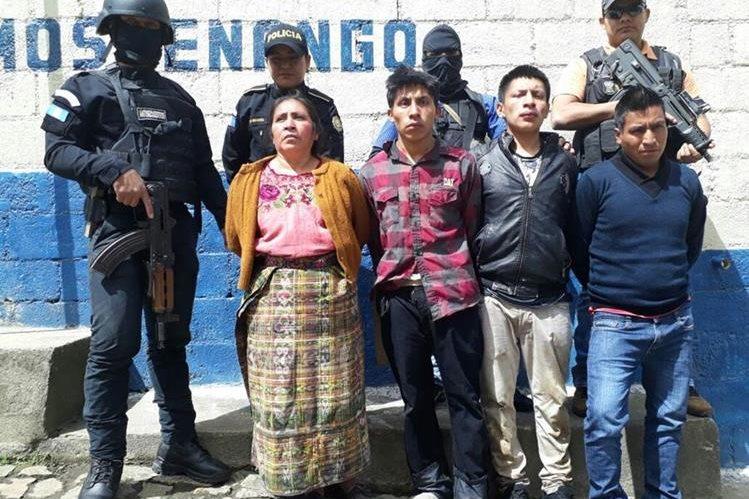 Cuatro adultos y un menor planificaban un doble secuestro, por lo que fueron capturados en Totonicapán. (Foto Prensa Libre: PNC)