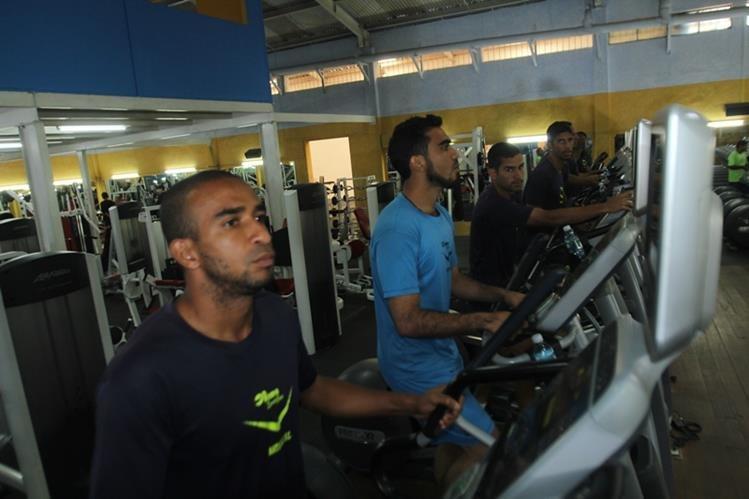 Los jugadores de Antigua GFC preparan el partido de la gran final que se disputarán en el estadio Pensativo. (Foto Prensa Libre: Miguel López)