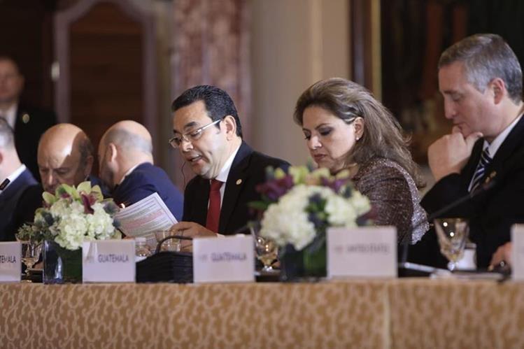 El presidente Jimmy Morales habla sobre sus logros en seguridad en una reunión con funcionarios de EE. UU., México y Centroamérica. (Foto Prensa Libre: SCSP)