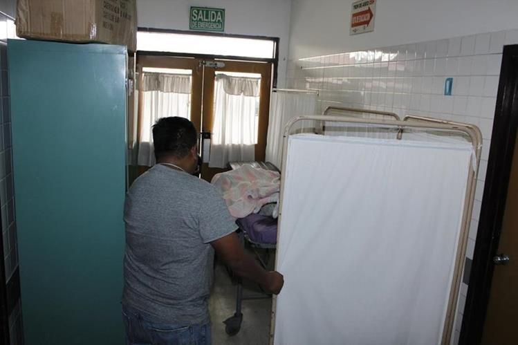 El niño Marvin Grirón era trasladado al Hospital Nacional de Chimaltenango, donde murió a su ingreso. (Foto Prensa Libre: Víctor Chamalé)