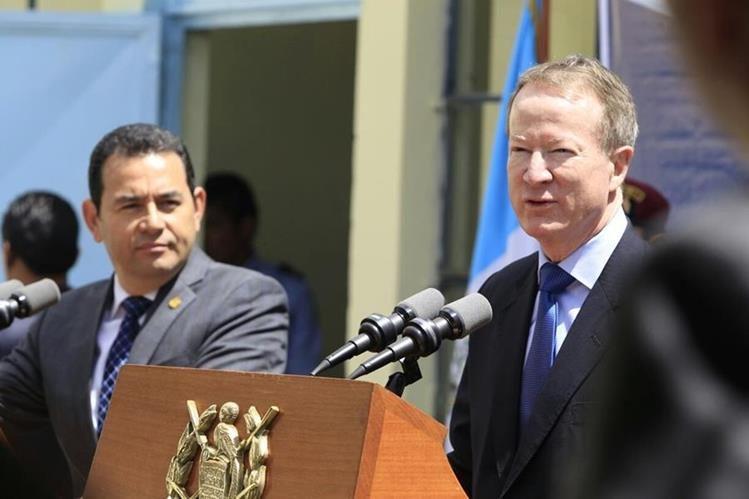 William Brownfield, visitó este martes el país e indicó que EE. UU. recalcula sus políticas y estrategias. (Foto Prensa Libre: Carlos Hernández)