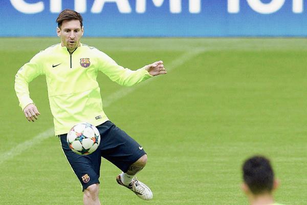 El argentino del FC Barcelona, Lionel Messi, entrena con el equipo en Múnich, Alemania. (Foto Prensa Libre: AFP).