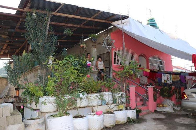 Gracias al reciclaje, Tiguilá ha podido construir su vivienda. (Foto Prensa Libre: Rigoberto Escobar)