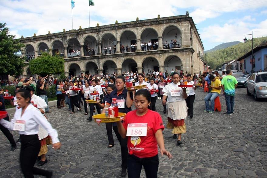 Las mujeres fueron las primeras en salir en la competencia efectuada en Antigua Guatemala. (Foto Prensa Libre: Renato Melgar)