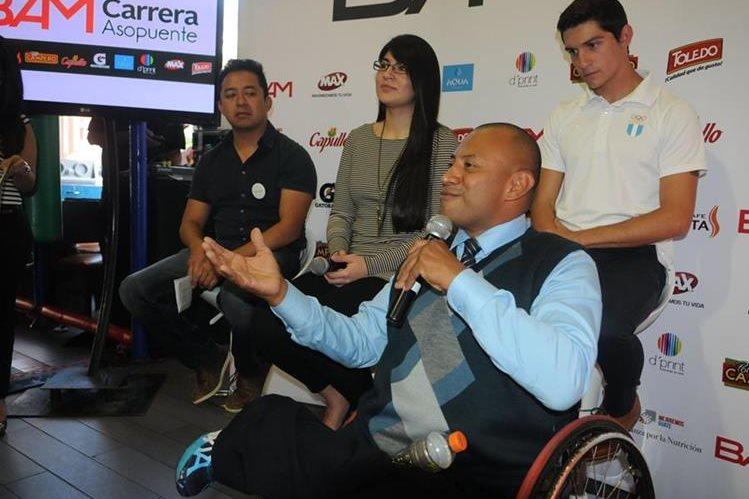JC Pérez invitó a los guatemaltecos a participar en la carrera. (Fotografía Prensa Libre: Jeniffer Gómez)