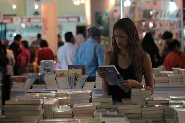 <p>En la Filgua hay libros para todos los gustos. (FOTO Prensa Libre: Ángel Elías)</p>